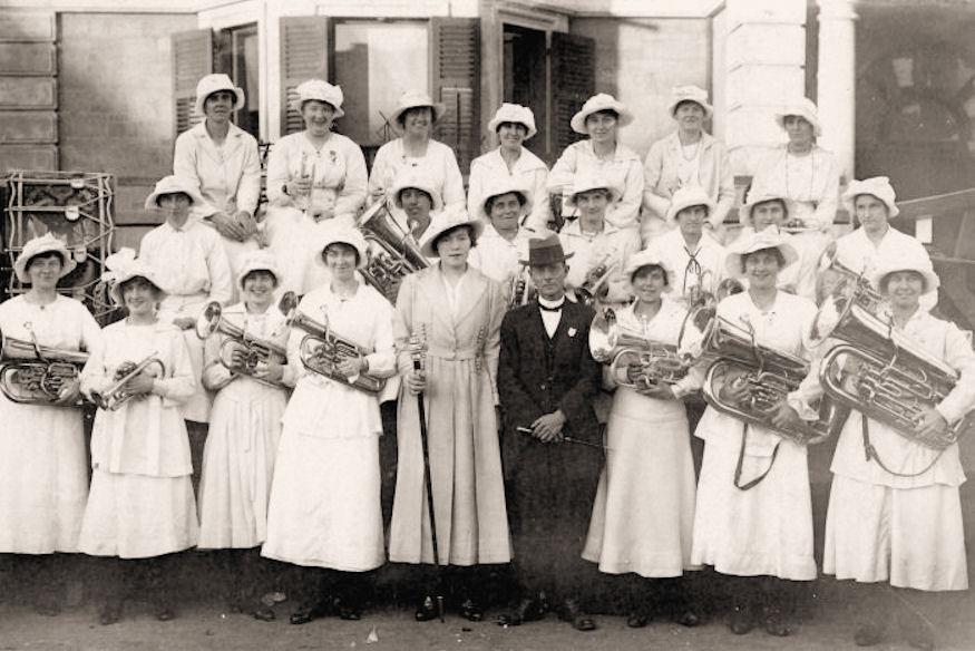 19180000_Burra-Cheer-Up-Ladies_Brass_phot16239