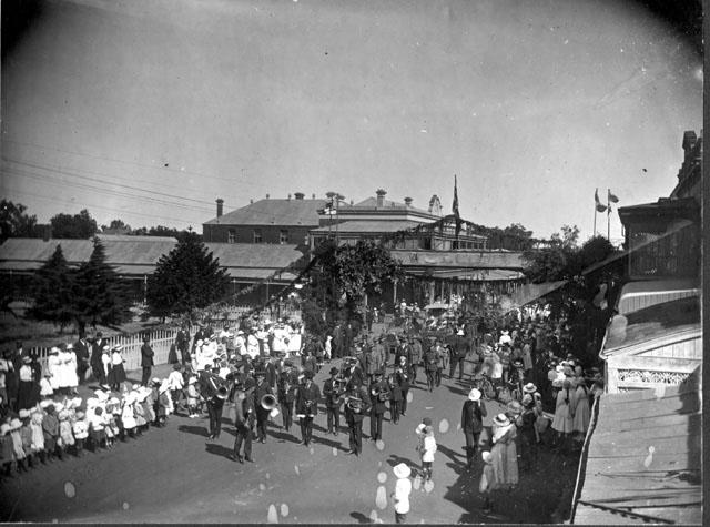 19180000_St-Arnaud_Soldiers-Parade_3361762672_o